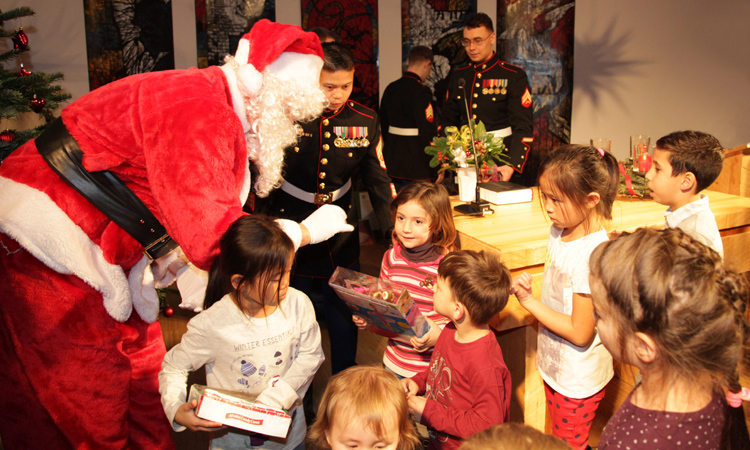The U.S. Marines delivered toys to the community center of the NGO Společnou cestou in Prague-Chodov. Photo: U.S. Embassy Prague