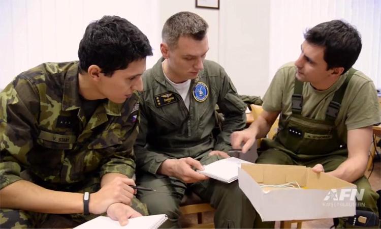 Účastníci kurzu Inter-European Air Forces Academy (IEAFA)