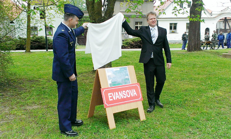 Mark Wootan together with Mayor Vít Mojžíš participated in a ceremony of naming a new street after Lt. Clair W. Evans in Pilsen-Křimice on April 25, 2016.