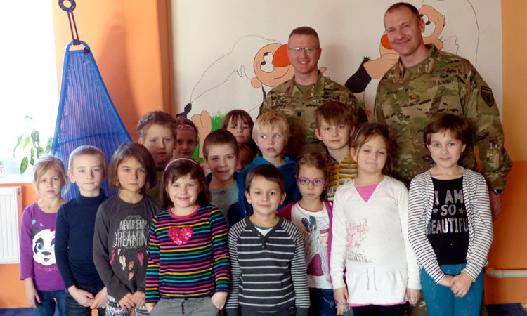 Lieutenant Colonel Michael Cushwa and Major Mark White from Office of Defense Cooperation at the US Embassy Prague visited Elementary School in Ptení, Prostějov region.