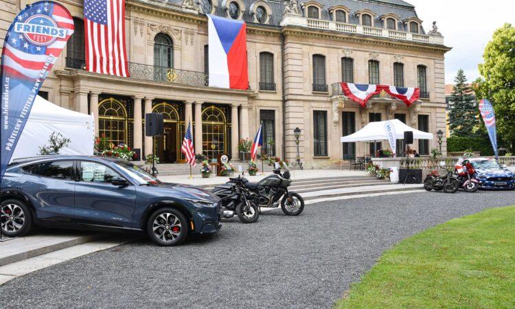 Embassy Celebrates 245th Anniversary of U.S. Independence