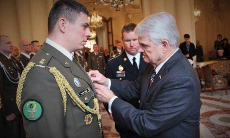 Stephen King decorates a member of the Czech military Field Surgical Team.