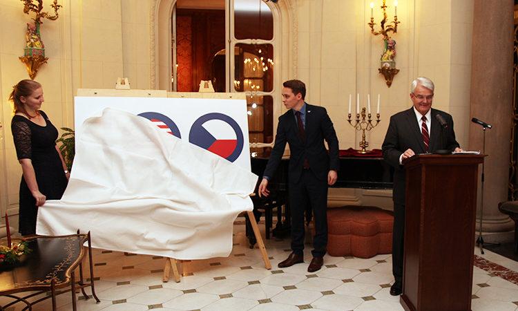 Velvyslanec King zahajuje oslavy výročí 100 let americko-českých vztahů na rezidenci amerických velvyslanců 11. prosince 2017.