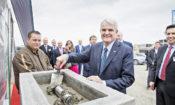 Velvyslanec King se zúčastnil slavnostního ceremoniálu, při kterém společnost UPS položila základní kámen nového třídícího a doručovacího centra v Tuchoměřicích u Prahy.