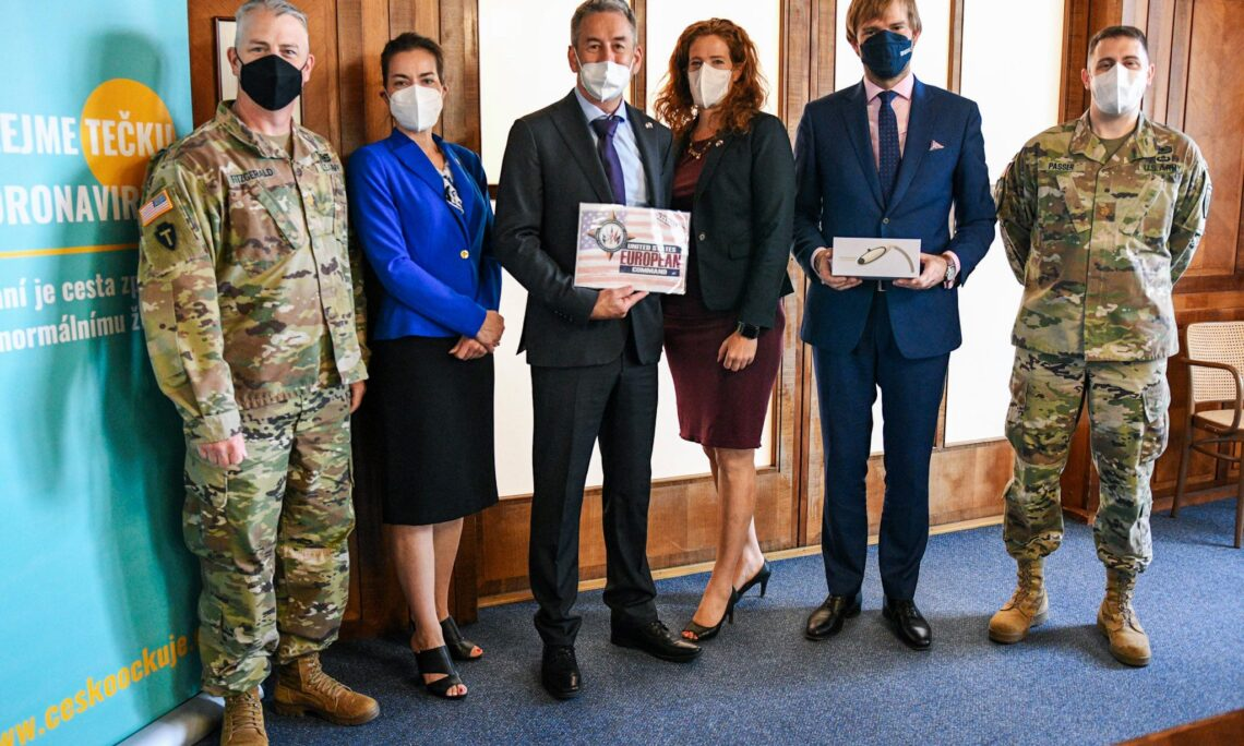 Chargé d'affaires Jeniffer Bachus Presents a Donation for Czech Hospitals