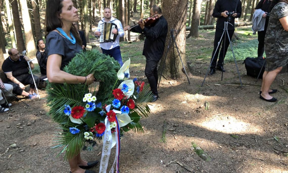 U.S. Embassy Prague Honors Roma and Sinti Holocaust Victims