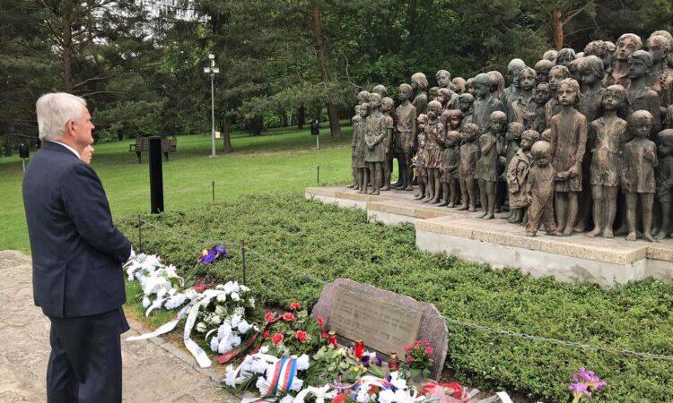 Velvyslanec King se zúčastnil pietního aktu k 78. výročí vyhlazení obce Lidice