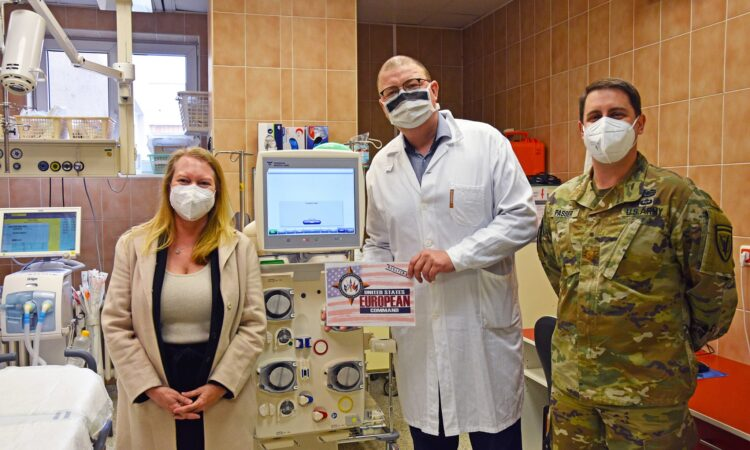 U.S. Embassy Donates Dialysis Machine to Vinohrady Hospital