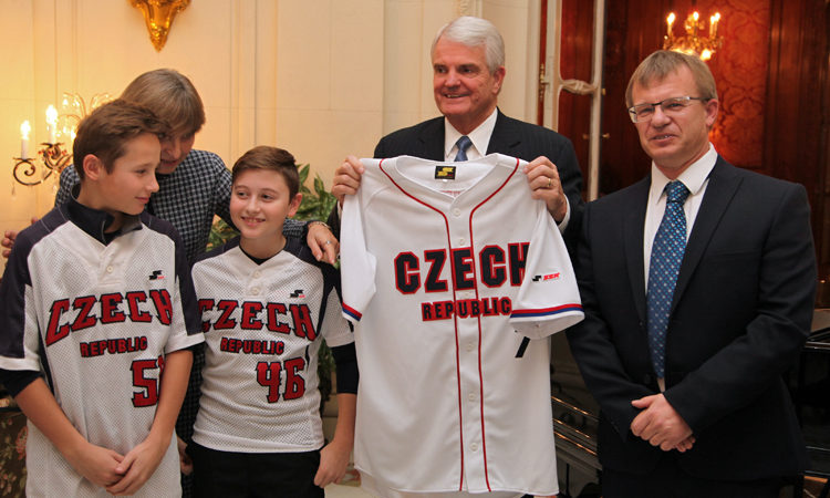 Ambassador King Decorates Czech Baseball Teams