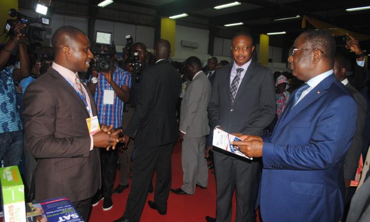 Conseiller académique en discussion avec le Premier ministre togolais