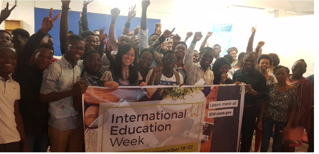 Des étudiants d'Education USA célèbrent la Semaine de l'éducation Internationale 2019 avec le ELF au Togo