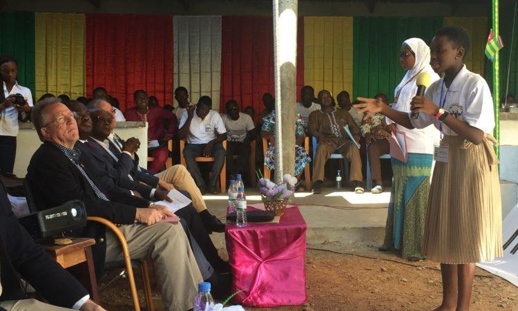 Les invités suivant attentivement la séance de restitution des activités de formation