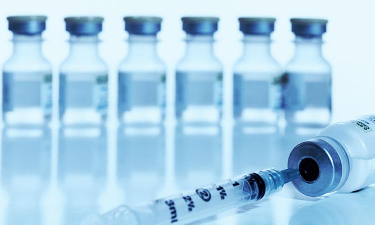 Vacunas y jeringa