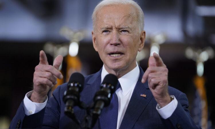 El presidente Joe Biden da un discurso sobre el gasto en infraestructura en Carpenters Pittsburgh Training Center, Pittsburgh, el miércoles 31 de marzo de 2021. (Foto AP/Evan Vucci)