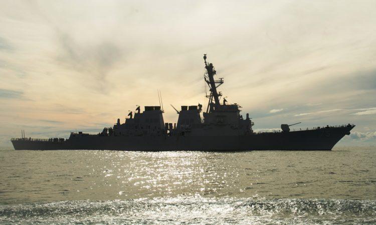 Amerykański niszczyciel USS Donald Cook.