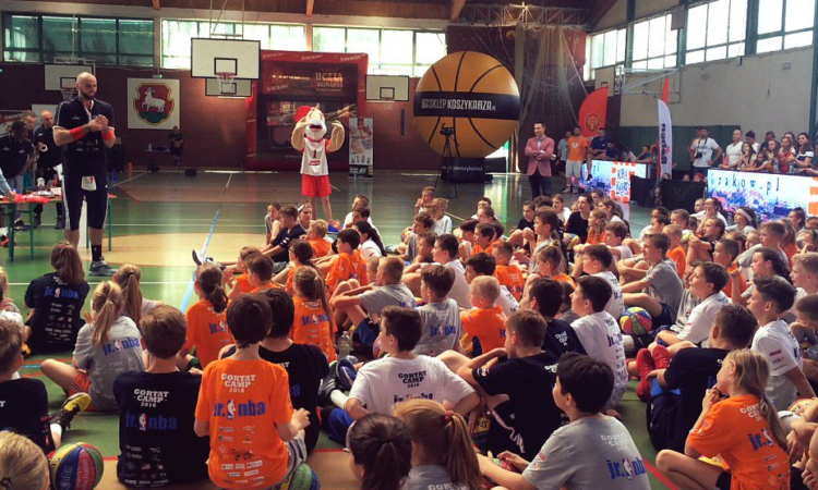 Ambassador Jones encourages student athletes to follow their dreams at Marcin Gortat's basketball camp