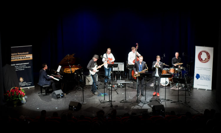 Berklee School of Music musicians play a set of music with Bednarska jazz students