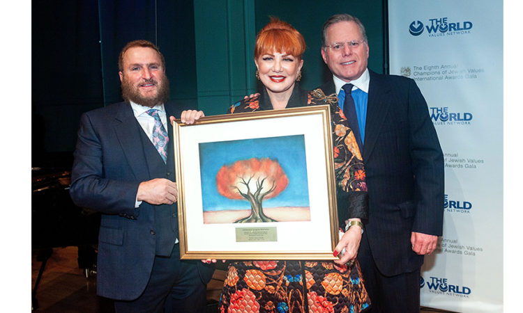 Ambassador Mosbacher with Rabbi Shmuley Boteach and Discovery INC President & CEO David Zaslav (© Steve Mack/S.D Mack Pictures)