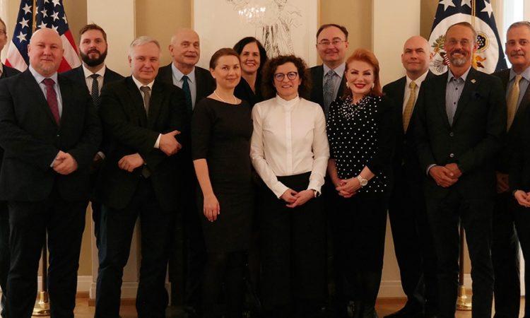 Członkowie rady Polsko-Amerykańskiej Komisji Fulbrighta w rezydencji Ambasador Georgette Mosbacher