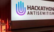 Zastępca attaché ds. kultury Elizabeth Blumenthal przemawia podczas uroczystości otwarcia hackathonu.