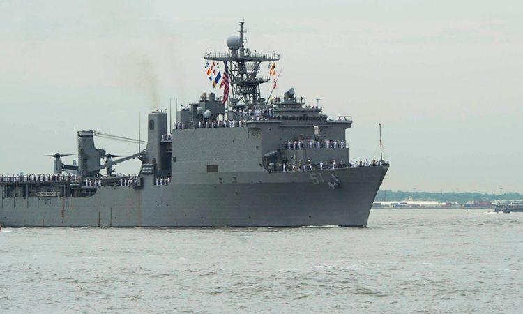 USS Oak Hill (LSD 51) (U.S. Navy photo by Mass Communication Specialist Seaman Taylor N. Stinson/Released)