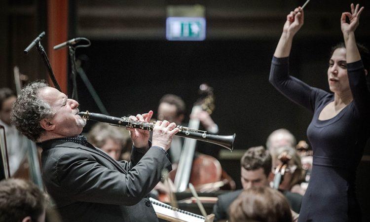 World famous American clarinetist David Krakauer performs under Israeli conductor Bar Avni at the inaugural music festival of the POLIN Museum, (photo: Magda Starowieyska / POLIN Museum)