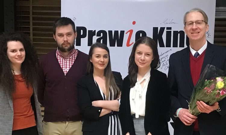 Representatives of the Independent Students' Association present flowers to CAO Dan Hastings for the Embassy's support of the Prawie Kino project.