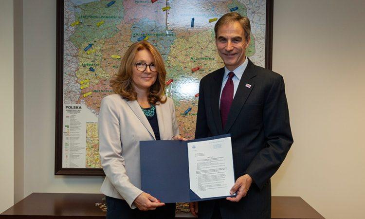 Ambassador Jones and Maria Andrzejewska, director of UNEP/GRID Warsaw