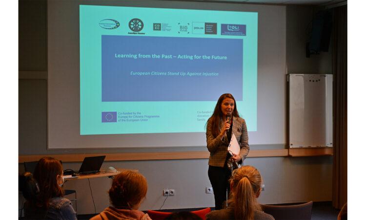Jeanne Briganti, attache ds kultury przemawia podczas otwarcia seminarium TOLI/Jarosław Łaziuk
