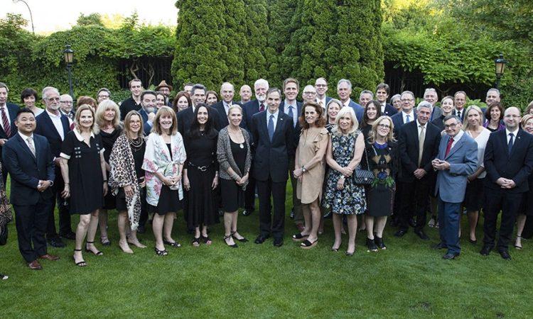 Ambasador Jones, członkowie delegacji amerykańskiej z USHMM oraz polscy goście w rezydencji ambasadora w Warszawie