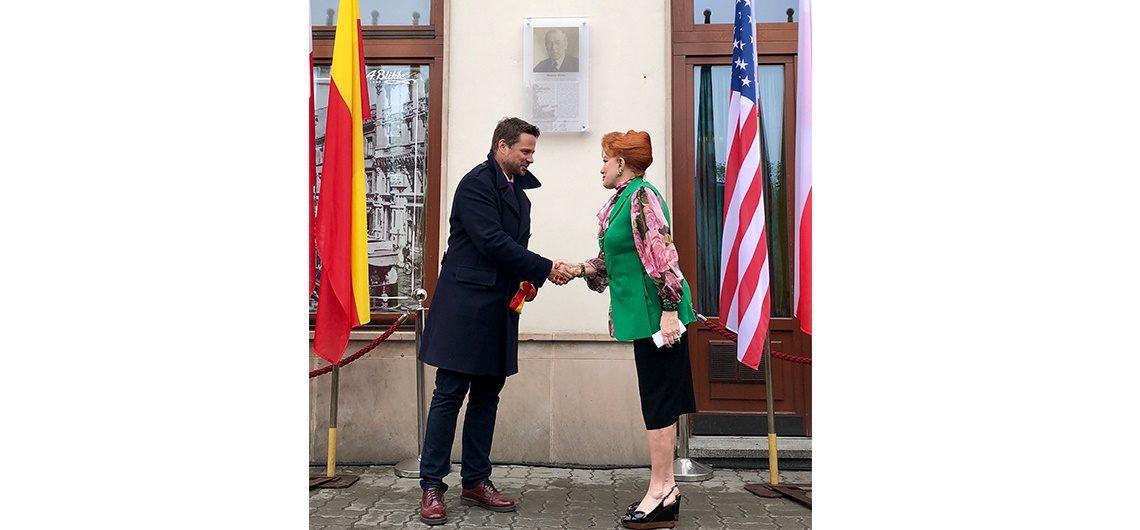 Ambasador Georgette Mosbacher i prezydent Warszawy Rafał Trzaskowski