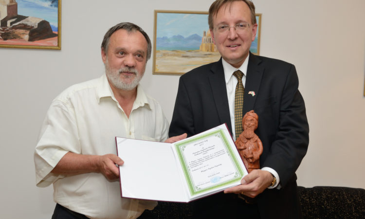 Charge Kostelancik holds the Gul Baba award certificate