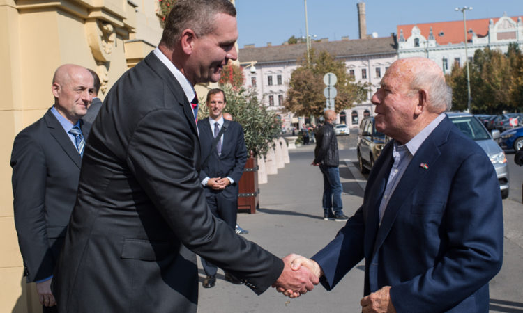 Mayor László Botka and Ambassador Cornstein shake hands in front of the City Hall. (Embassy photo by Attila Németh)