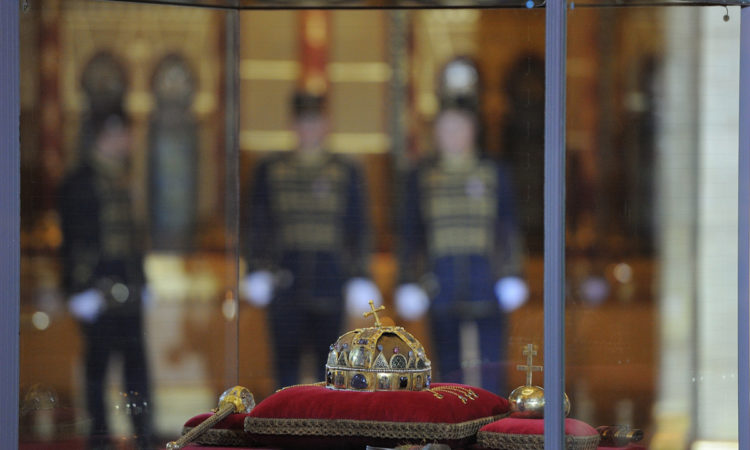 The Holy Crown of St. Stephen and other coronation regalia in a display case in the Hungarian Parliament (Embassy photo by Attila Németh)