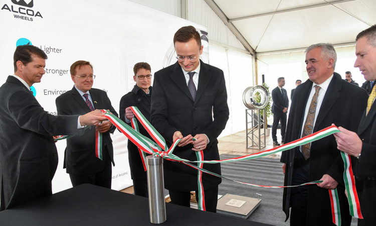 Dignitaries holding ribbons at the ground-breaking ceremony (photo by László Kis, courtesy of Arconic)