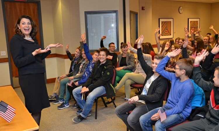 Ambassador Julieta Valls Noyes welcomed a group of 13-year old students from Čakovec [State Dept.]