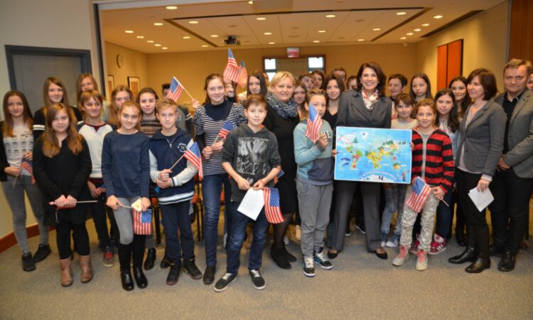 Ambassador Noyes met with a group of elementary school students from Oroslavje [State Dept.]