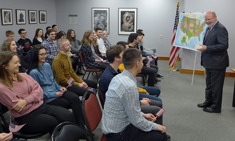 Ambassador W. Robert Kohorst Meets With Students (State Dept.)
