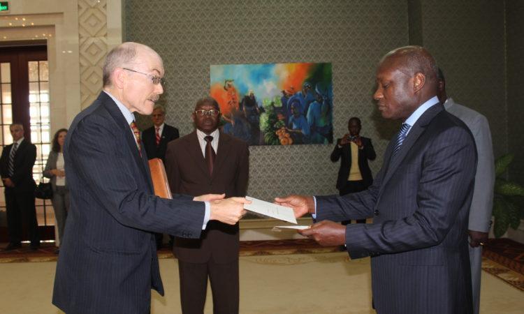 Amb Zumwalt credentials Bissau
