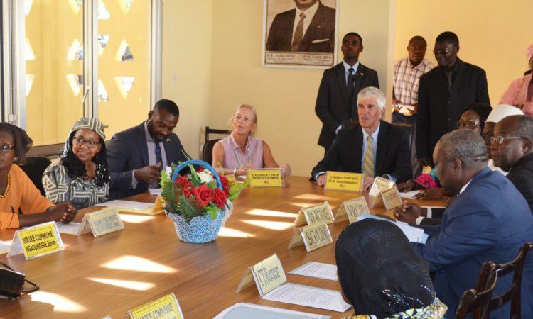 Ambassador meeting with people in Ngaoundéré