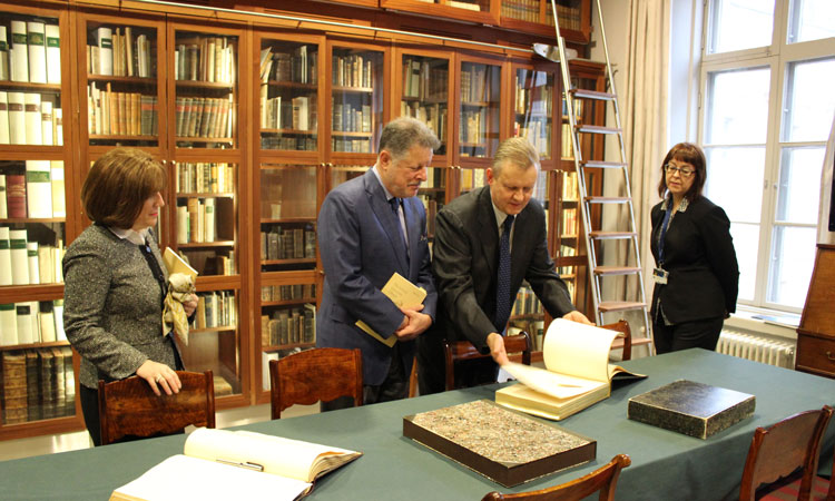 Deputy Chief of Mission Susan Elbow, Ambassador Charles Adams, Library Director Kai Ekholm, Chief of Research Services Liisa Savolainen (© State Dept.)