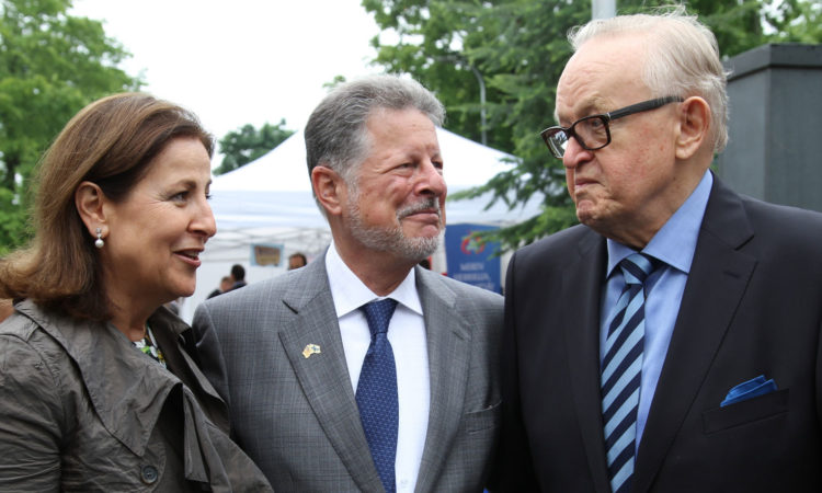 Ambassador Adams and Mrs. Vera Risteski-Adams with President Martti Ahtisaari. (© State Dept.)