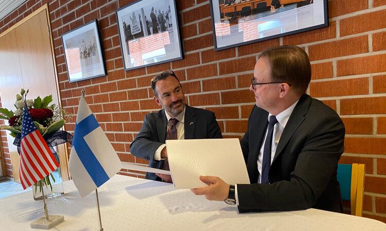 "Ian Campbell,Chargéd'Affairesad interimatthe U.S. Embassy in Finland and AnttiSyväjärvi,Rectorof theUniversity of Lapland, signed amemorandumof understandingto jointly establishthe ""American Arctic Connection"" on September 6, 2021."