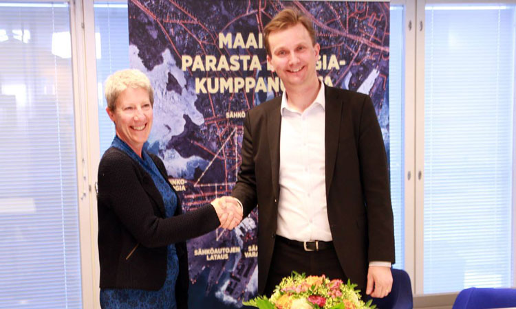 Chargé d'Affaires, Donna Welton, with the Senior Vice President of Helen, Marko Riipinen. (© State Department)