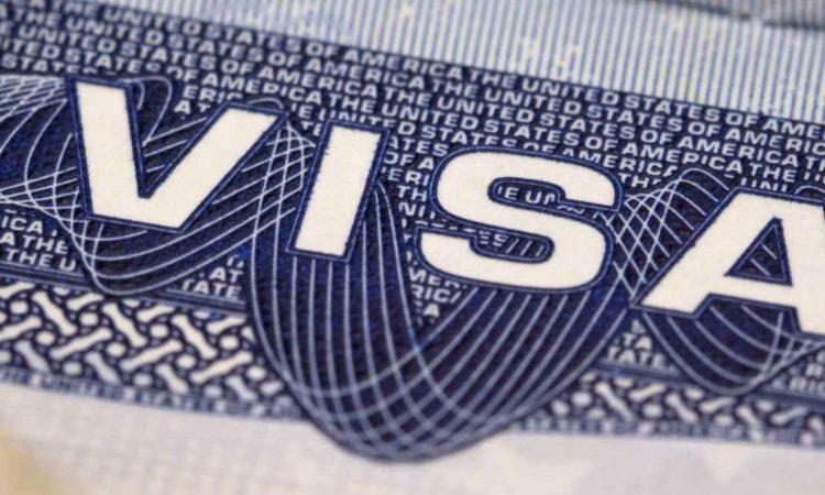 الأمر التنفيذي فيما يتعلق بتأشيرة السفر للولايات المتحدة