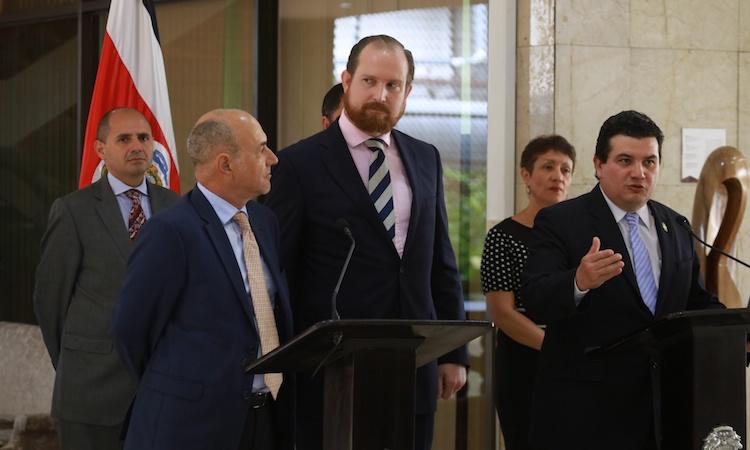 UNHCR representative in Costa Rica Carlos Maldonado and Minister of Presidency Sergio Alfaro announced Costa Rica's incorporation to the protection transfer arrangement (PTA)