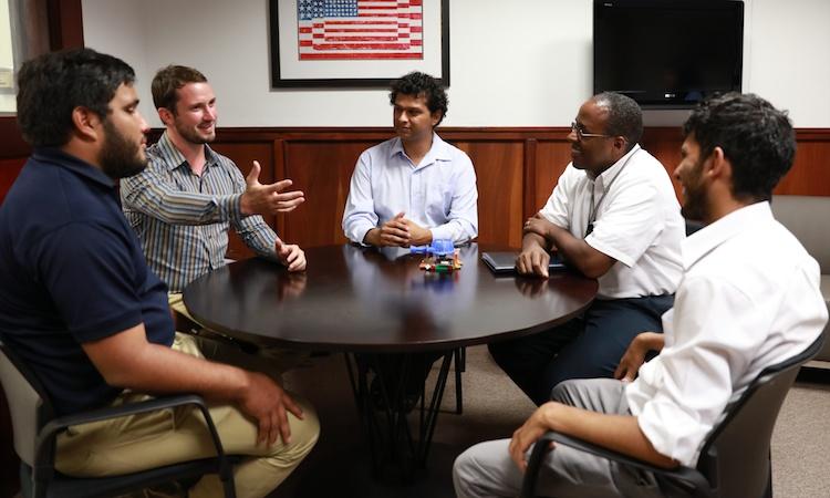 De izquierda a derecha: Hugo Sánchez, Juan Carlos Martí, Javier Carvajal , el Embajador S. Fitzgerald Haney y Bryan Navarro