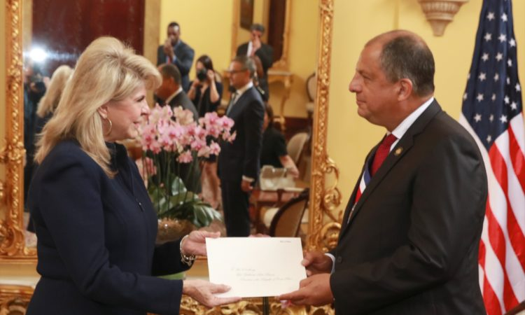 Ambassador Day in Costa Rica • Sharon Day presents her credentials to President Solís