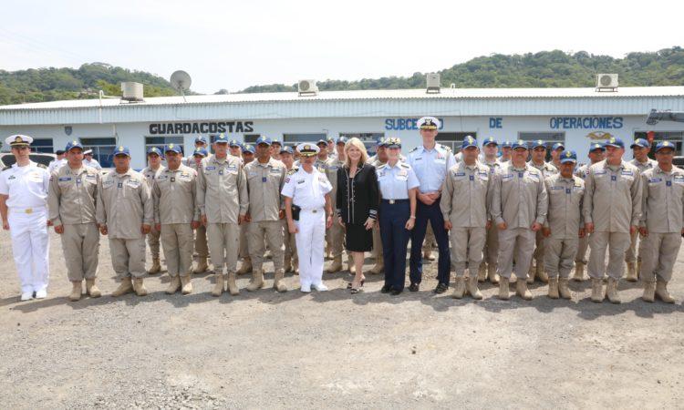 Preparación para comandar y dar mantenimiento a nuevas embarcaciones De manera oficial, Estados Unidos traspasa barcos a Costa Rica