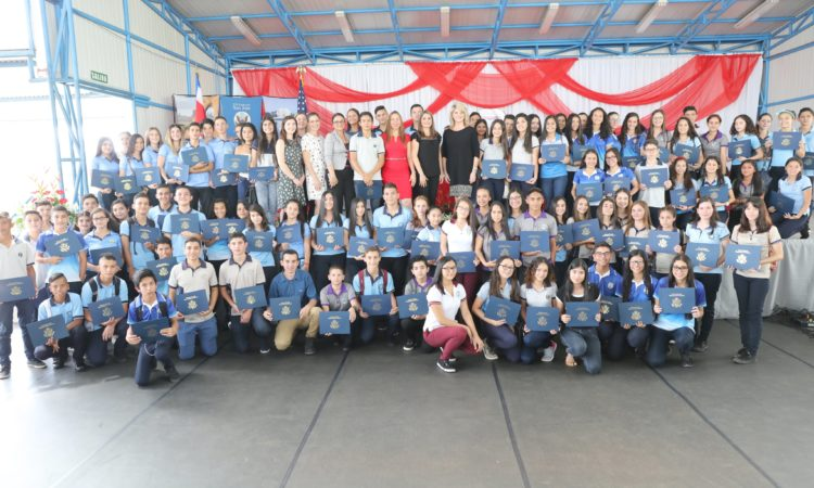 For two years, 80 students from 12 Perez Zeledon high schools devoted many hours to learning English through the Access English Microscholarship, a U.S. Embassy-sponsored program implemented by the Universidad Nacional.